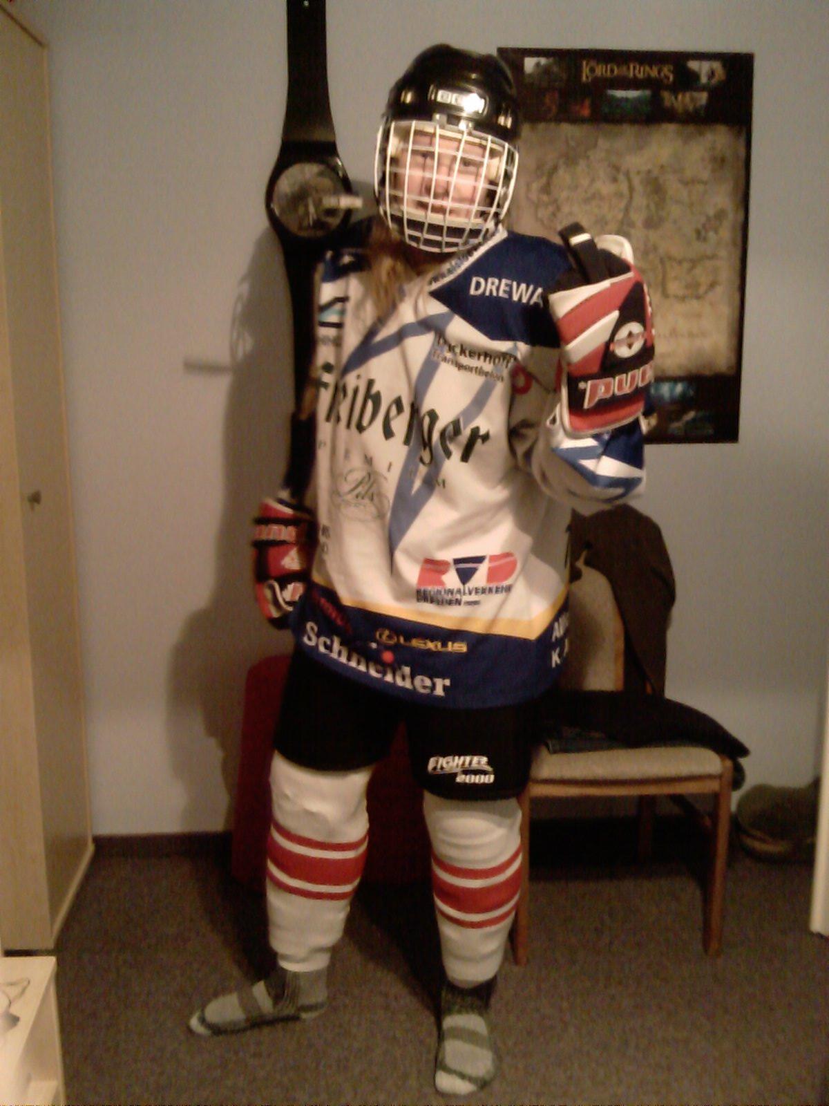 dafl in Eishockeyausrüstung